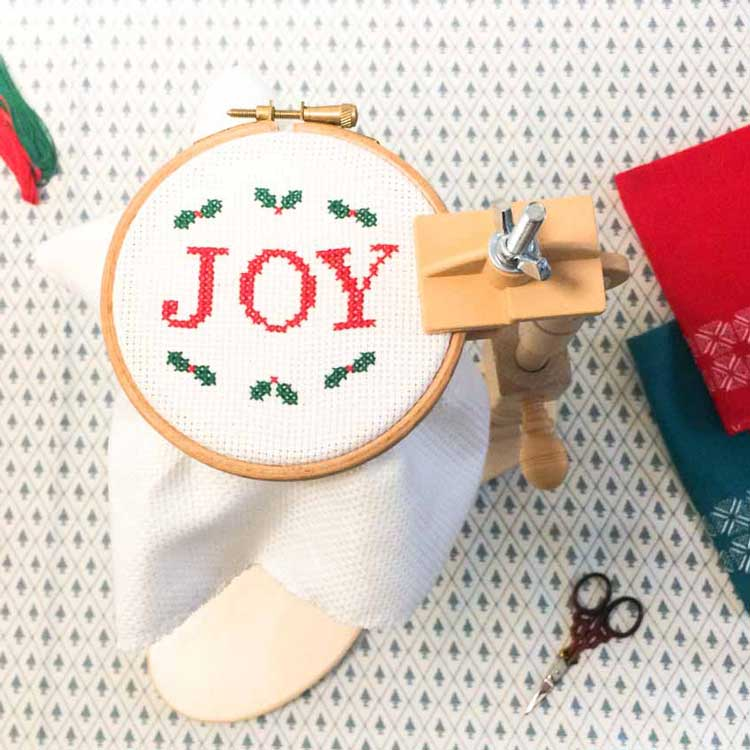 cross stitch pattern in embroidery hoop standard