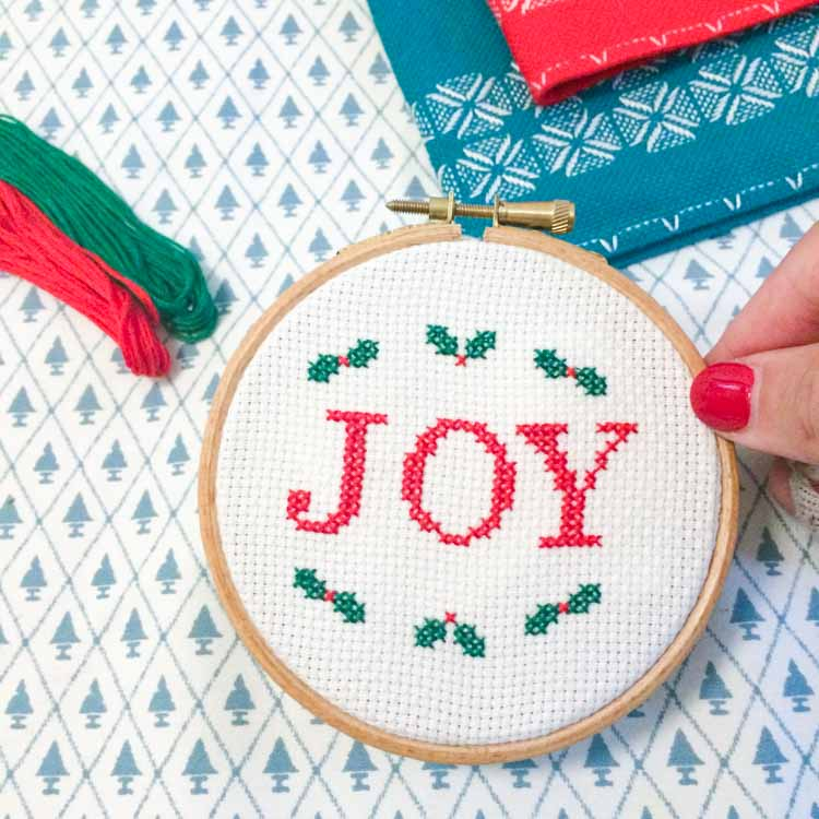 how to read a cross stitch chart joy christmas cross stitch pattern for beginners