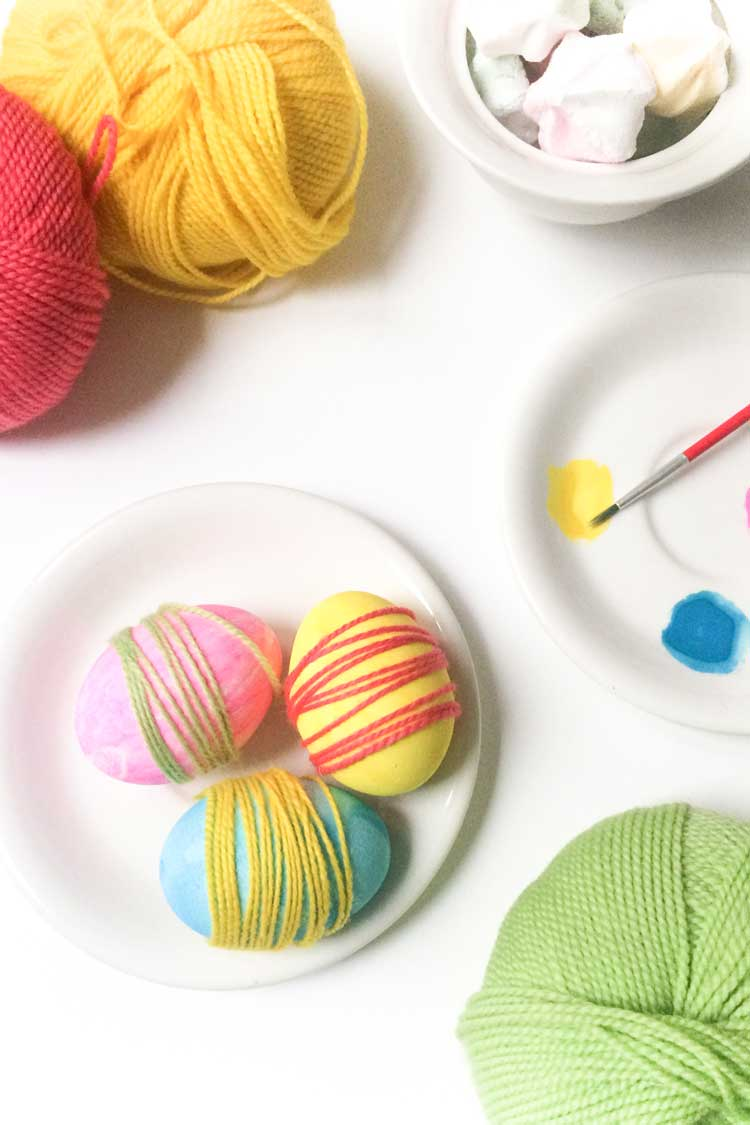 How to make eastern egg decorations with yarn