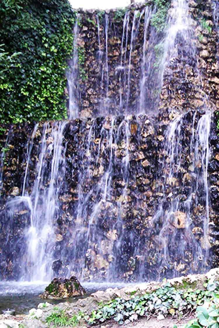 Parque de la Quinta de la Fuente del Berro quiet spots in madrid to crochet