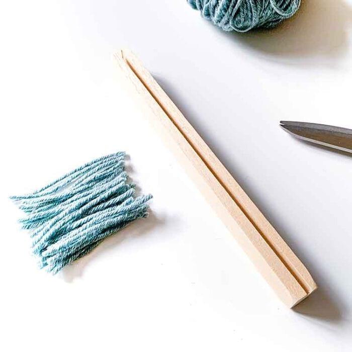 75 mm rug gauge for cutting rug hooking yarn