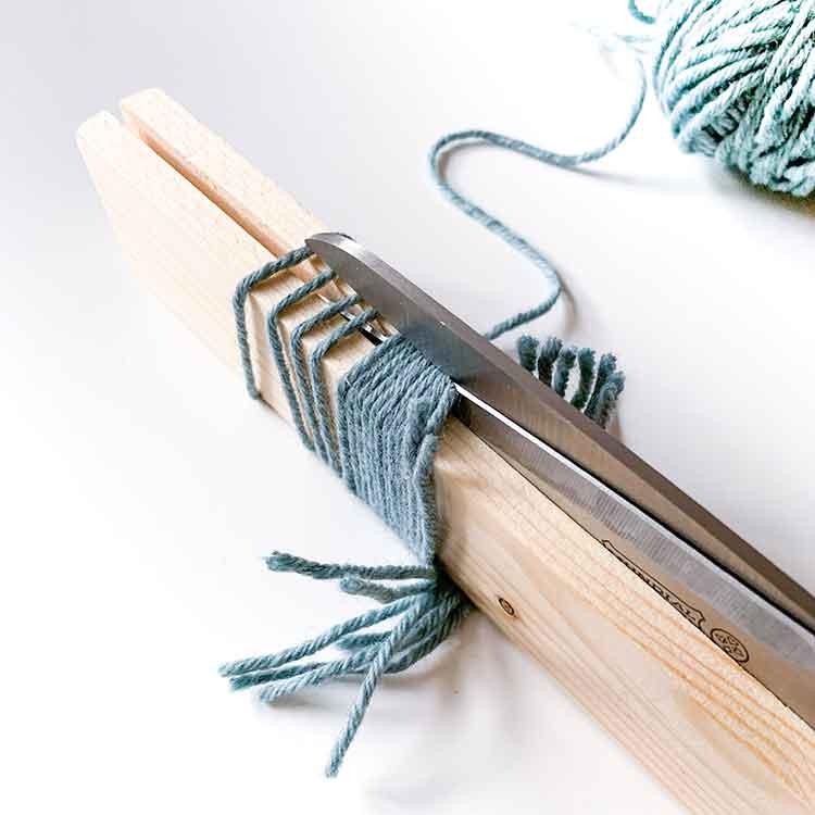 125 mm rug gauge for cutting yarn for rug hooking