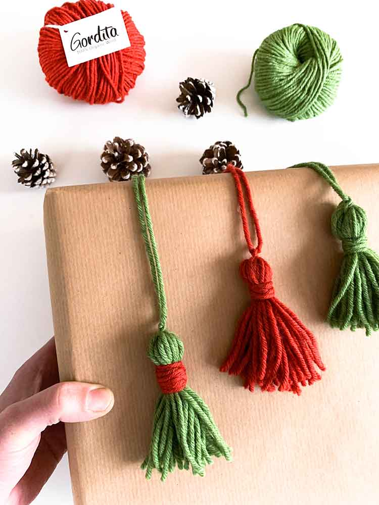 how to decorate your gift with tassels