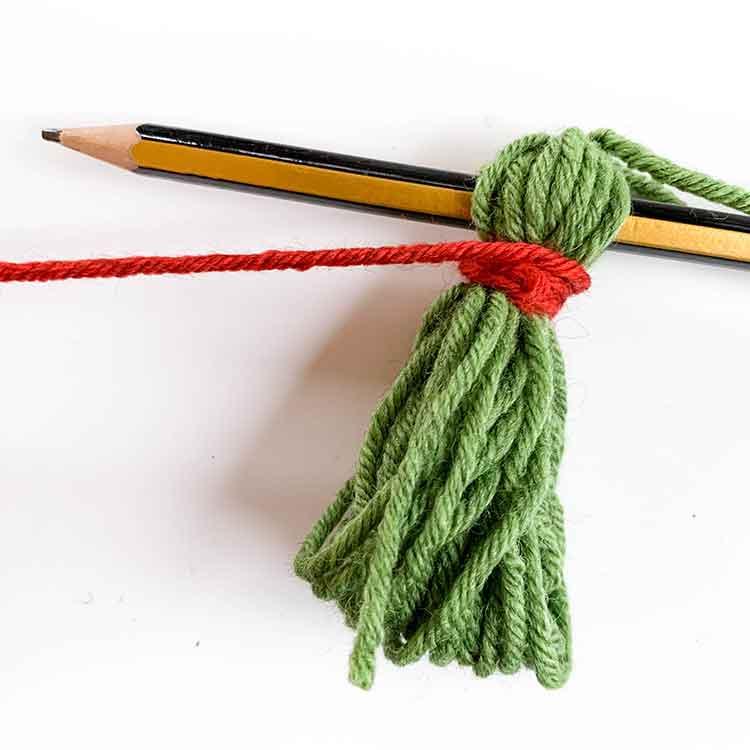 how to make a wool tassel