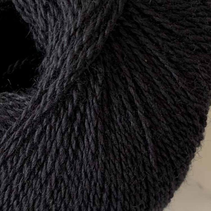silky finita black